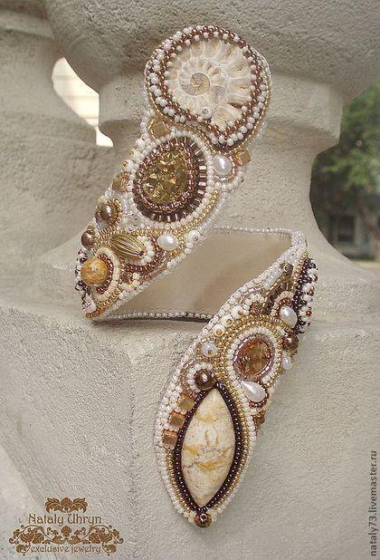 Купить или заказать браслет+кольцо 'Золотые пески' в интернет-магазине на Ярмарке Мастеров. Авторский браслет-змейка и кольцо с аммонитом в насыщенных золотисто-песочных тонах сияет роскошью. Удобен при носке, не скользит. Идеален для летних или вечерных нарядов в греческом или и египетском стиле.