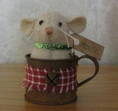 Primitive Christmas mouse in rusty tin cup!