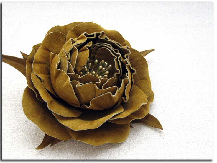Handcrafted leather rose (flowers, accessories, brooches, suede, DIY)  http://www.leatherblooms.com/2013/03/07/roses-again/