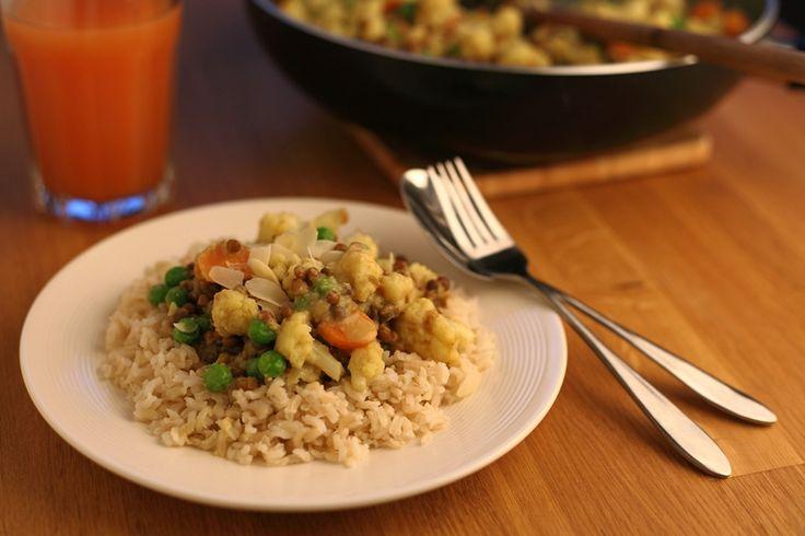 Voor deze curry maak je je eigen currypasta. Weinig tijd? Neem dan een kant-en-klare currypasta, bijvoorbeeld van het merk Patak's.