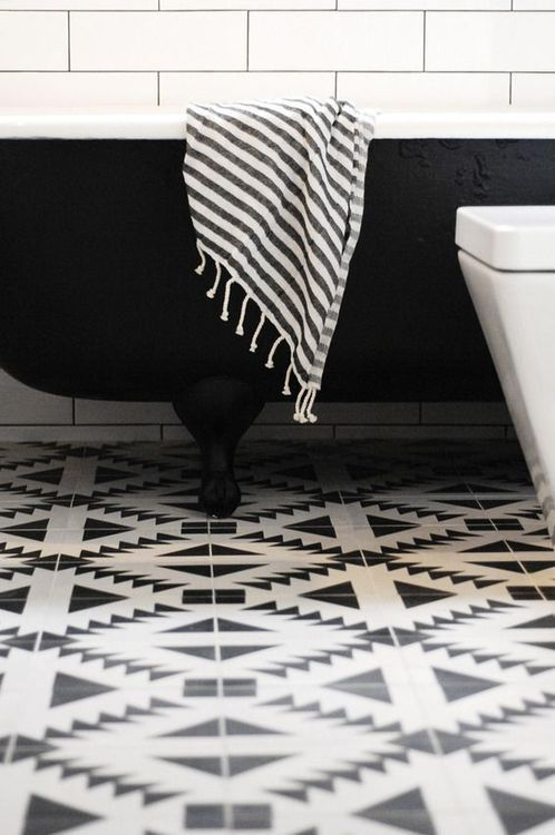 gorgeous black and white bathroom