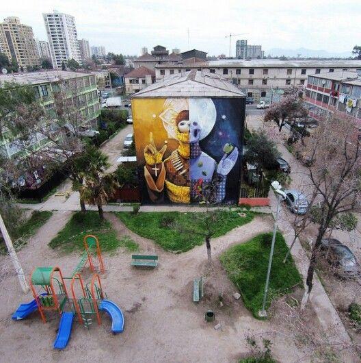 """Mural """"Resignación"""" del muralista chileno INTI, en el Museo a Cielo Abierto de San Miguel."""