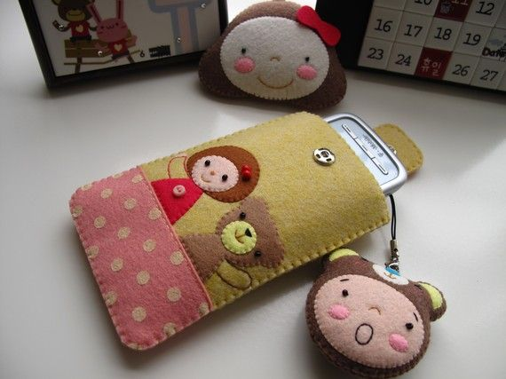like the idea of a felt phone pouch