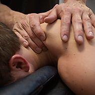 Behöver du behandla rygg, nacke, muskler eller leder med fokus på funktion och smärtlindring? Adolf Fredriks Fysiocenters legitimerade naprapater är specialiserade inom OMT och har bland annat examen i OMI och idrottsmedicin. Vid indikation används även akupunktur, stötvågsbehandling, laser och TENS/NMES. För bästa resultat kompletteras naprapatbehandling ofta med funktionell träning samt specifik rygg- och nackträning i medicinskt utvald utrustning.