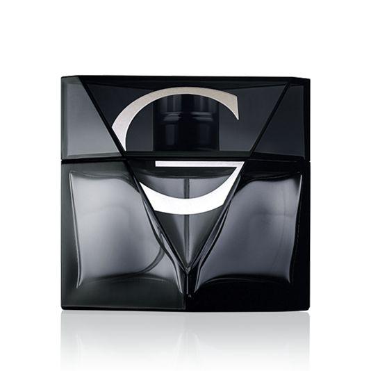 Giordani Man Notte Eau De Toilette  Miesten tuoksu juhlii italialaisen miehen tyylillä. Se on spontaani, näkyvä ja mahdoton sivuuttaa. Italialaisten sitrusten kirpeys yhdistyy yllättävään mustan vetiverin tuoksuun, joka johdattaa tuoksun miehekkään karismaattiseksi.