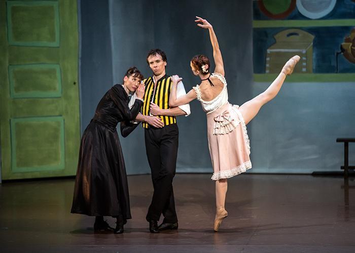 Paris Opéra - Amélie Lamoureux, Nicolas Le Riche and Aurélie Dupont in Birgit Cullberg's Miss Julie. Photo: Emma Kauldhar