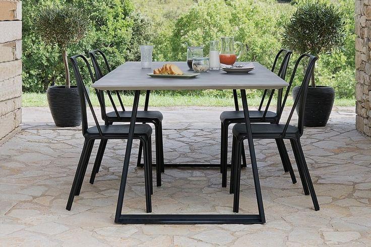 Un table de jardin Jardiland effet ciment
