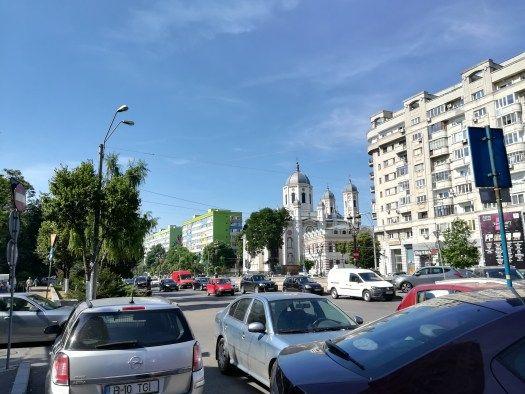 L'oeuvre d'Okudart près de l'église Sfântul Spiridon Nou à Bucarest