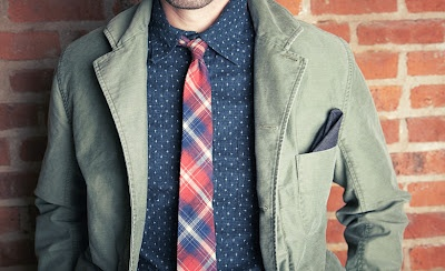 I love skinny ties and I love the collar on the jacket.