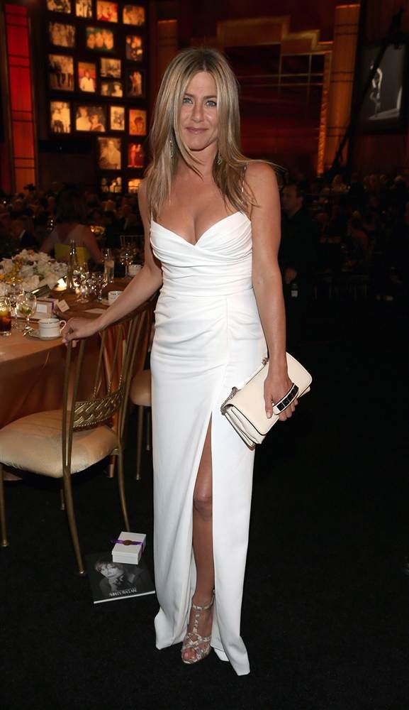 Jennifer Aniston - fab clutch ... They should all have that handle thing