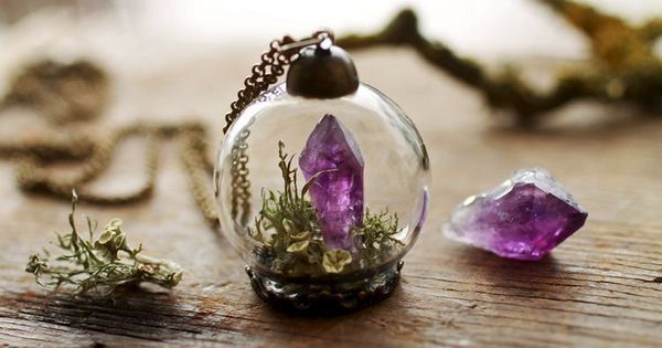 Terrariums, worlds unto themselves, are so enchanting that it's a shame to keep them hidden at home all day! Check out these beautiful, tiny, terrarium necklaces, and if you would like to make your own, scroll down to see how! RubyRobinBoutique teenytinyplanet teenytinyplanet RubyRobinBoutique...