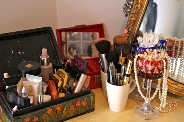 make up storage ideas- this is cute but looks a little messy...