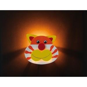 Houten Lamp Lachende Kat lacht uw kind vriendelijk toe en laat het de oogjes sluiten.
