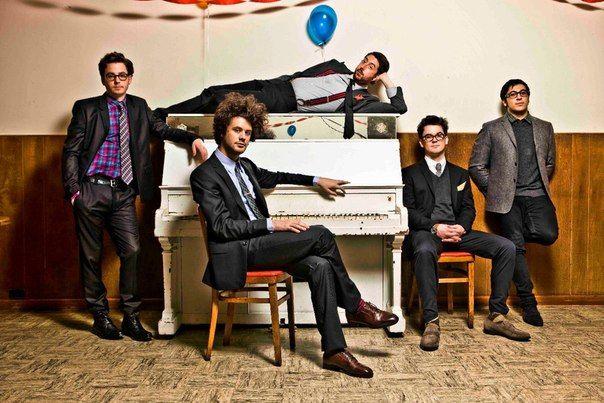 Passion Pit — американская электропоп-группа из Кембриджа (штат Массачусетс), образованная в 2007 году. В состав входят Майкл Ангелакос (ведущий вокал, клавишные), Иэн Халткуист (клавишные, гитара), Айяд Эл Адами (синтезатор, семплер), Джефф Апраззес (бас-гитара, басовый синтезатор) и Нейт Донмойер (ударные). Все участники коллектива, за исключением Ангелакоса, учились в музыкальном колледже Беркли в Бостоне.