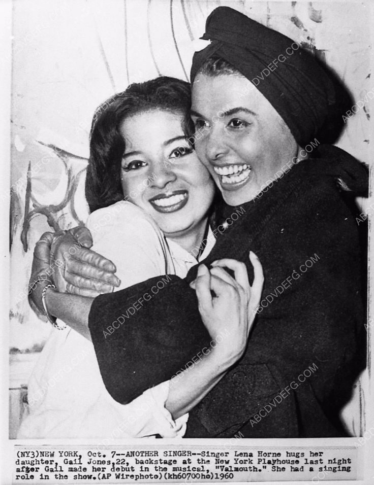 photo Lena Horne hugging her daughter Gail after stage debut in New York 1149-18