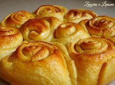 http://blog.giallozafferano.it/paola67/torta-di-rose-ricetta-infallibile/