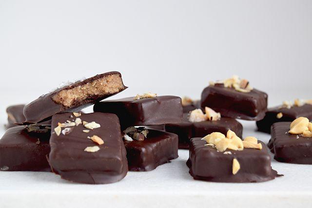 Mandelsmør-bidder – en sundere chokoladebar – Cathrine Brandt