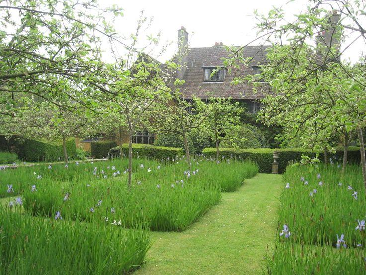 Idee voor een strakke natuurtuin www.bryansground.com