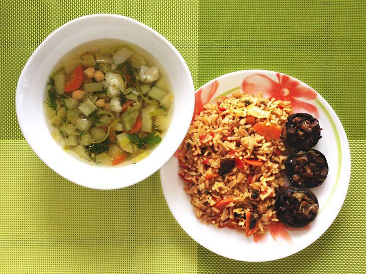 Вегетарианский обед. Суп с нутом и овощами, рис и шампиньоны.