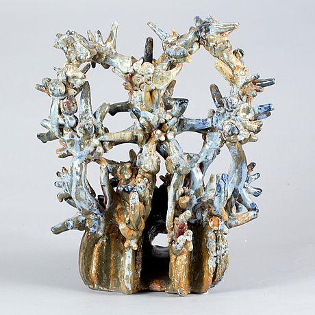 Stengods, Hertha Hillfon egen studio. Krönt djurhuvud. Glasyr i blått och brunt. Höjd 42,5 cm.
