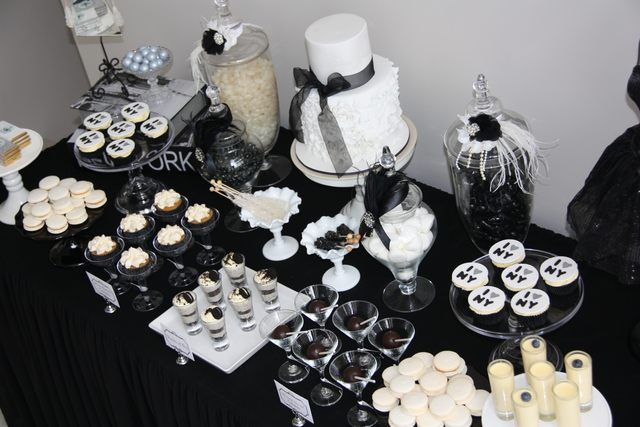 Black and White Party Table #blackwhite #table
