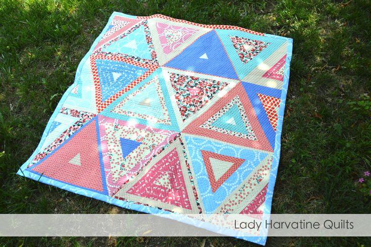Log Pyramid Baby Quilt - free tutorial at ladyharvatine.com