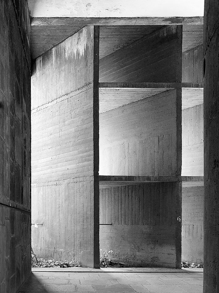 Le Corbusier | Palais des Filateurs | Ahmedabad, India | 1951  For the love of lines and concrete...