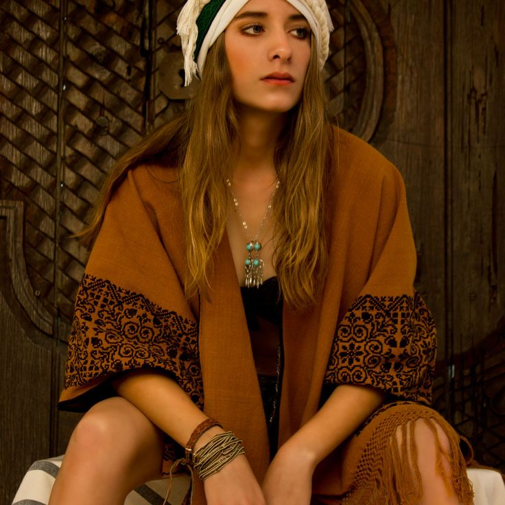 Pátzcuaro open poncho · Hand embroidery · 100% Cotton · Made in México www.candorhome.com