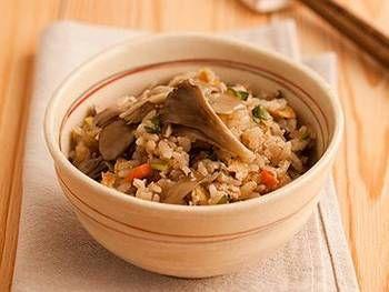 よく煮物に登場するがんもどきも炊き込みご飯に!「まいたけとくずしがんもの炊き込みご飯」