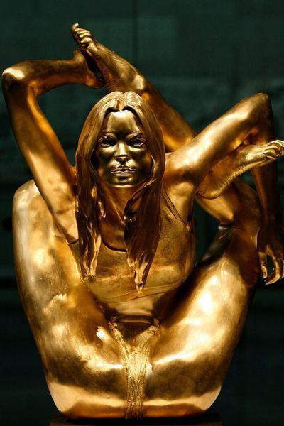 En 2008, l'artiste britannique Marc Quinn dévoile Siren, une sculpture en or et à taille humaine de Kate Moss au British Museum.