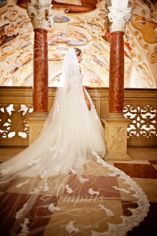 Bojnice castle chapel ceiling and loooong veil of our beautiful Bride. Bojnice castle wedding, Slovakia, Europe