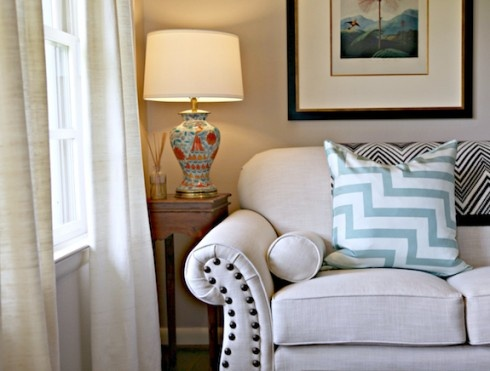 White Sofa Love this lamp+throw pillow duoDiy Ideas, Diy Living, Design Ideas, Questions Answers, Living Room, Sofas Questions, Knights Moving, House, Khakis Couch