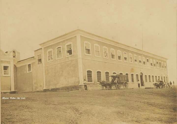 Antigo quartel militar de São Luís em 1908, onde hoje se encontra o hospital Geral do Maranhão. Imagem retirada do Facebook da página Minha velha São Luís.