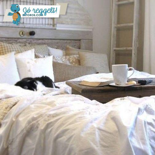 A REGGELHEZ MÉLTÓ REGGELI | Jó reggelt, bútorrajongók! Ti hol szoktatok reggelizni? Ágyban, étkezőasztalnál vagy bent az irodában? Minden bizonnyal az első opció a legirigylésreméltóbb. ;) #jóreggelt