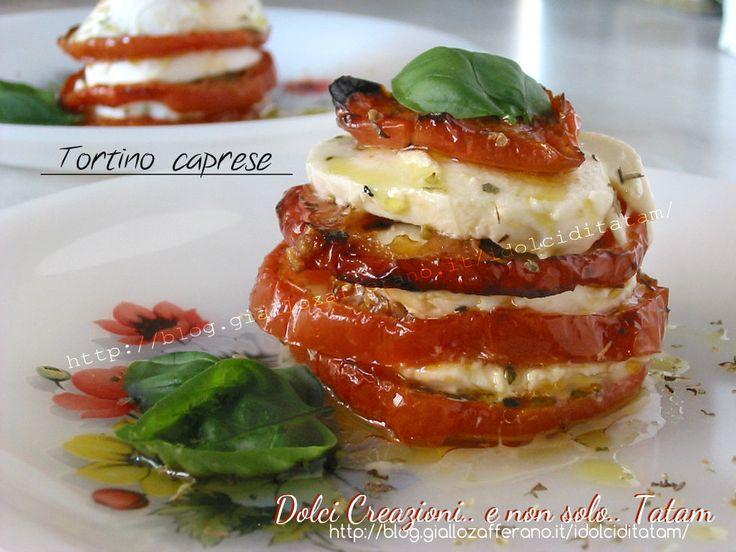 Tortino caprese con pomodori arrosto, ottimo da gustare sia tiepido o freddo, facile da preparare per gustare l'insalata caprese in modo diverso dal solito