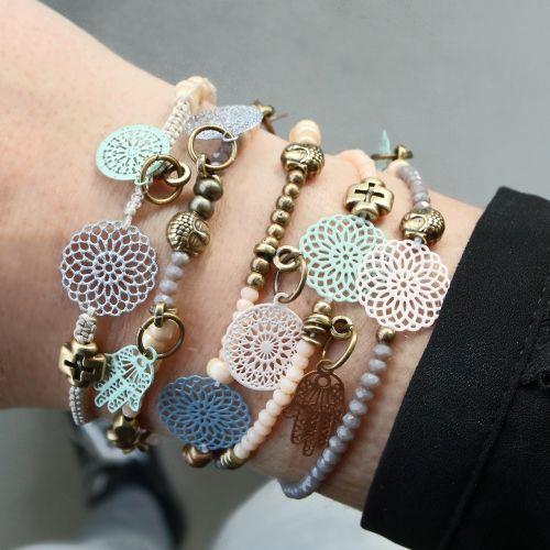 Onze schitterende boho hangers en tussenstukken zijn perfect om leuke sieraden te maken die perfect passen bij het voorjaar!