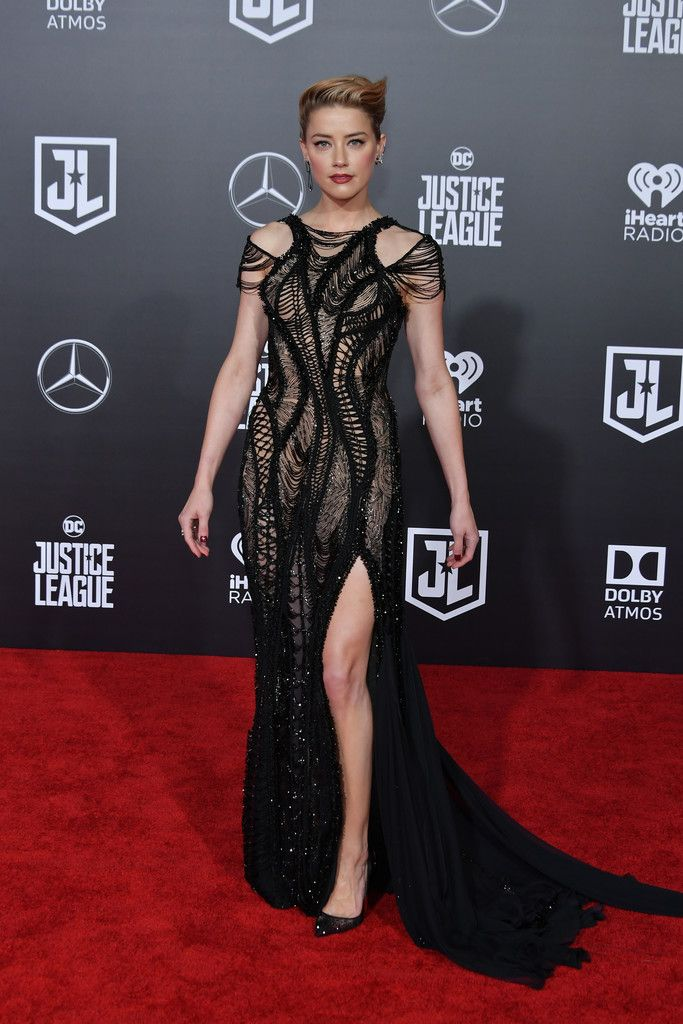 Amber Heard Photos - Actor Amber Heard attends the premiere of Warner Bros. Pictures 'Justice League' at the Dolby Theatre on November 13, 2017 in Hollywood, California. - Premiere Of Warner Bros. Pictures' 'Justice League' - Arrivals
