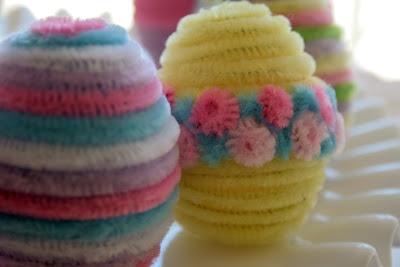 Velikonoční tvoření z chlupatých drátků. Využijte i polystyrenová vajíčka, také v nabídce eshopu.