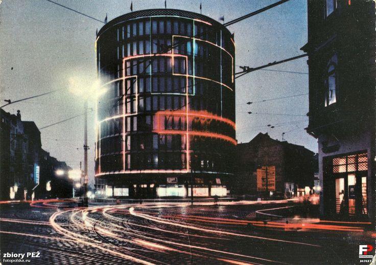 """Dom towarowy """"Okrąglak"""", Poznań,1967 /  """"Okrąglak"""" department store, Poznań, Poland, 1967"""