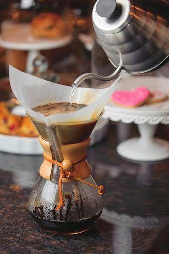 Kahve pişirme teknikleri - Coffee techniques / chemex vb.http://www.gurmerehberi.com/gurme-rehberi/alkolsuz-icecekler/kahve-yapma-demleme-pisirme-metotlari-makineleri/