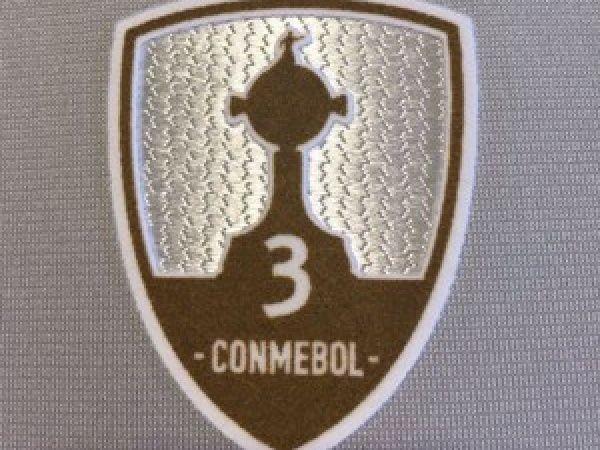 Campeões da Libertadores usarão no torneio escudo com número de títulos