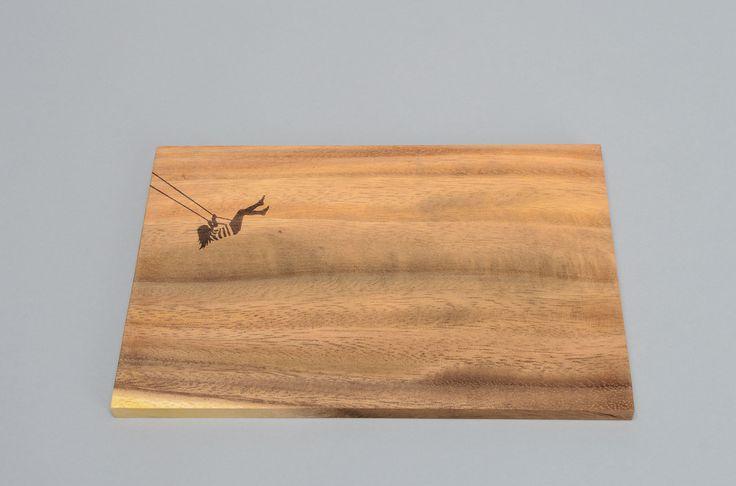 ontbijtplank - hout - in de nerfstructuur worden leuke figuren afgebeeld - acaciahout - mooi op tafel