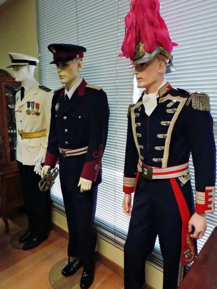 Museo Policía de Madrid - Distintos uniformes de gala.