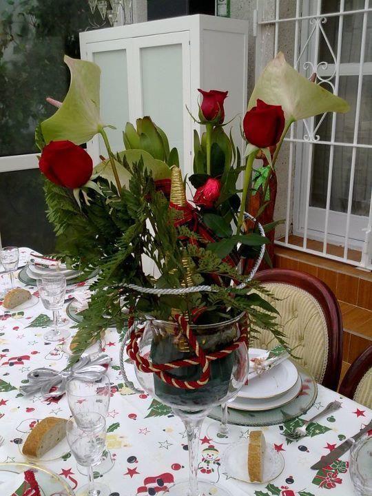 Centro de rosas en copa ideas para decorar tu mesa en - Centros de mesa navidad 2014 ...