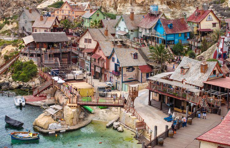 Widok na wioskę Poppye z klifu