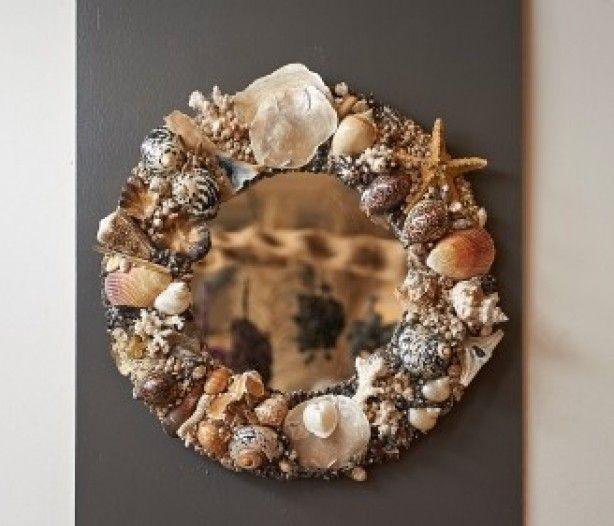 Deze schelpen spiegel heb ik gemaakt op hout. Heerlijk om te doen. Resultaat super