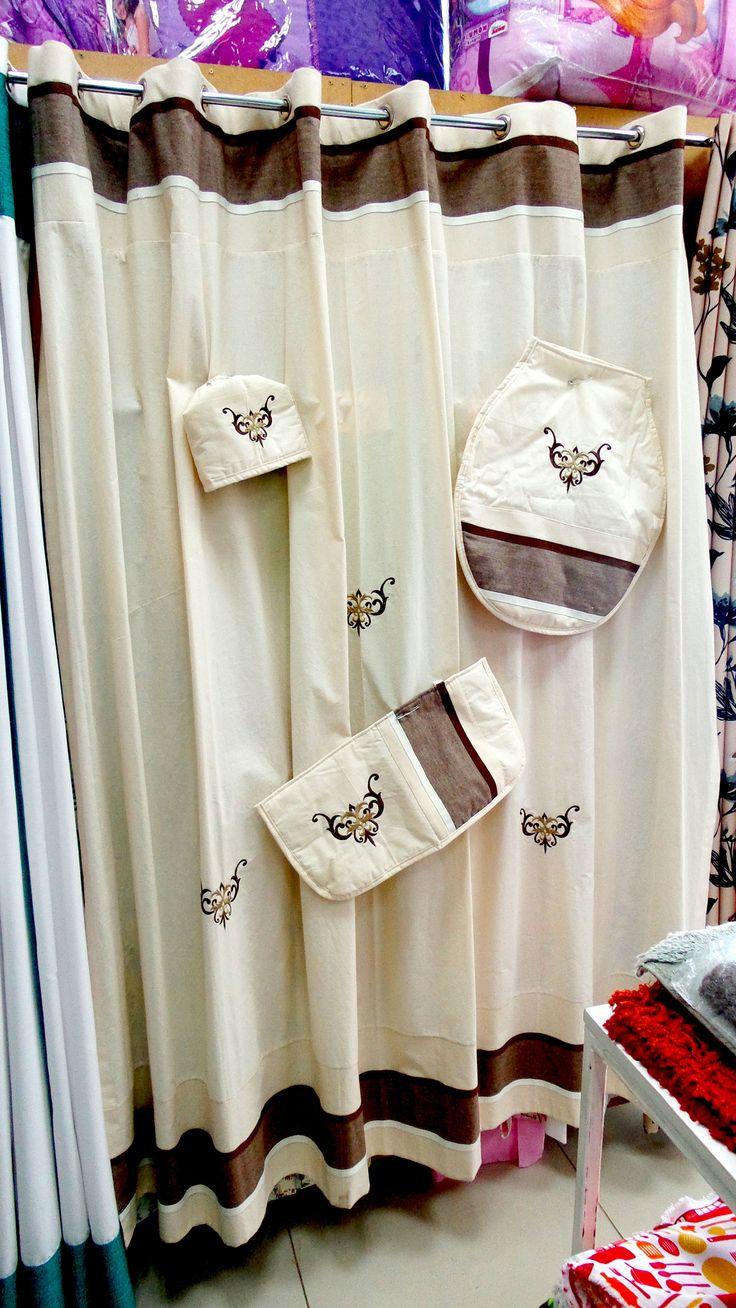 Cortina y de baño con set incluido en tonalidades crudas con cafe
