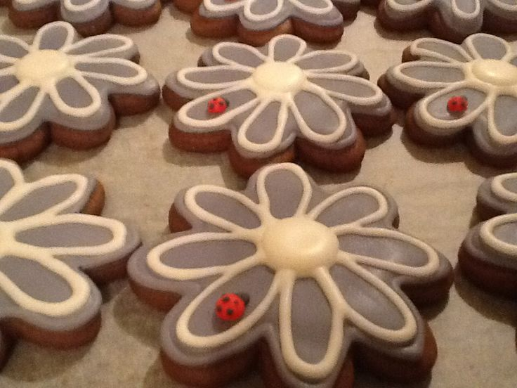 Ginger bread flowers with lady bugs