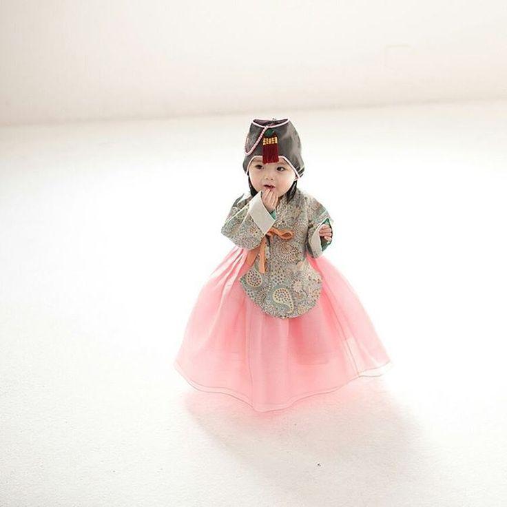 "#hanbok project #Photo by Derek Lee Sponsored by #w한복 . . . . #baby #birthday #instababy #portrait…"""