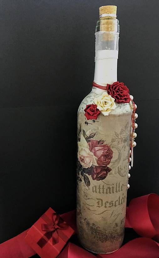Clairet / Fľaša zdobená červenými a bielymi ružami a perlami